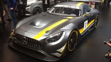 梅赛德斯-AMG GT3是最后为阵雨6.2-升v8