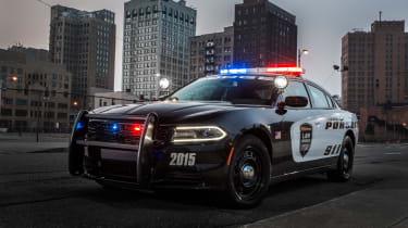 害怕:道奇充电器追捕警车透露