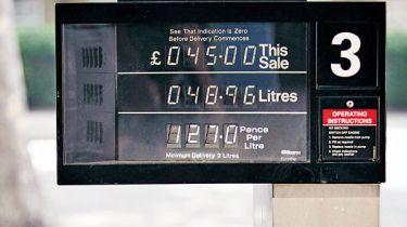 泵价格愤怒作为英国上衣欧盟燃油税桌