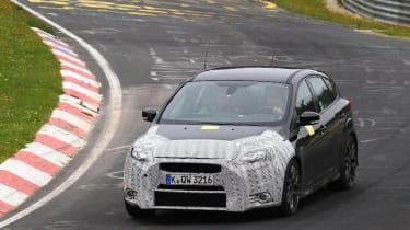 新的福特焦点RS发现纽伯格林的测试