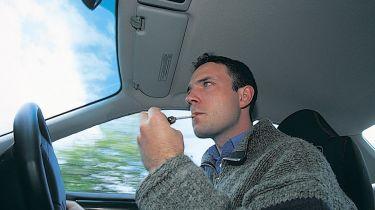 威尔士支持汽车吸烟禁令