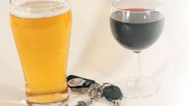 女性饮料驱动器的定罪几乎是双倍的