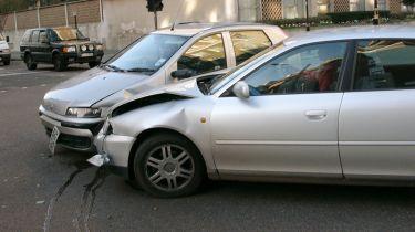 没有保险的司机逃脱小罚款