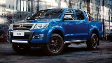 Posh New Toyota Hilux无敌x到达顶级接送范围