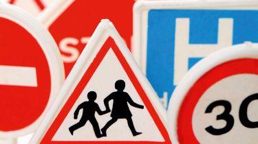 呼吁对英国的道路标志流行的行动