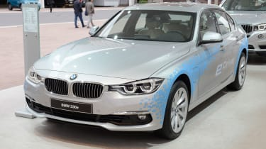 BMW 330E和225xe插件:英国价格透露