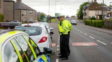 英国警方从未保险的司机扣除的汽车上1.6万英镑