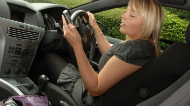 发短信和驾驶是驾驶者最危险的分心