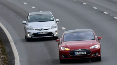 美国出版物要求Tesla禁用自动驾驶仪模式