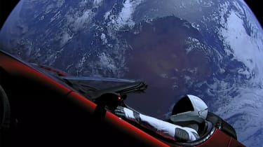 Elon Musk的Spacex将特斯拉跑车推入太空