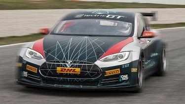 特斯拉模型的基于电气生产汽车竞赛系列由FIA正式批准