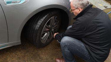扁平轮胎是汽车崩溃呼出的最高原因