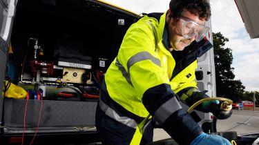 粗心的警察做了53,000英镑的破坏性警车