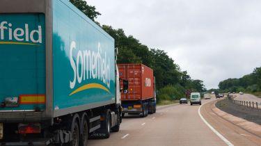 卡车速度限制提高了改善道路安全性