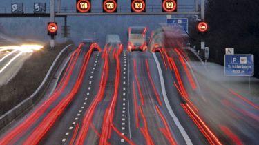 司机避免在智能高速公路上使用开放的硬肩