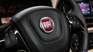 Fiat-Chrysler面临着5亿英镑的英国诉讼在击败设备上