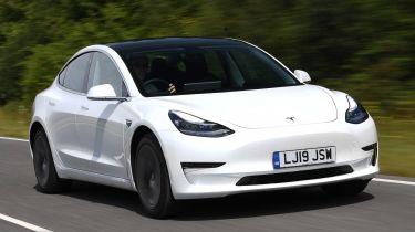 特斯拉模型3股上英国新车注册到4月