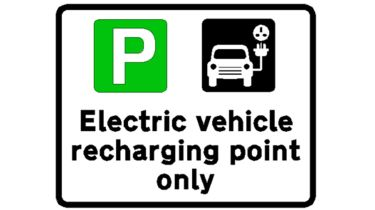 与电动汽车充电器的停车位应该有绿色迹象