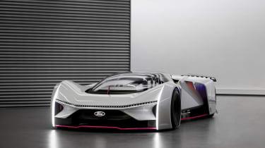 团队Fordzilla P1高速概念显示为全尺寸模型