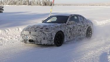 热门新的2022 BMW M2第一次屏蔽