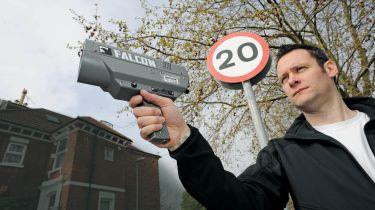新的警察速度相机可以从750米的驾驶员赶上