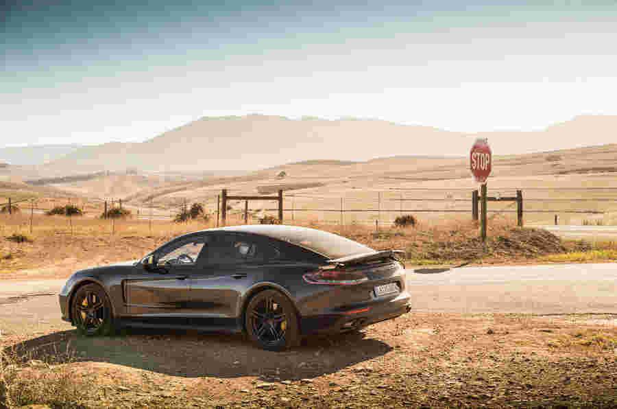 2016 Porsche Panamera  - 第一位乘客骑