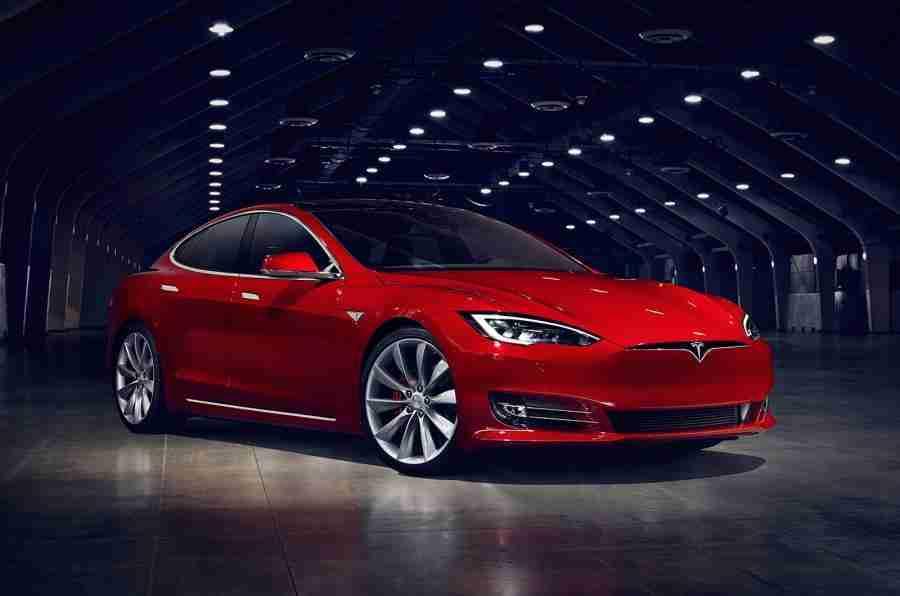新的Tesla Model S首先超过300英里范围