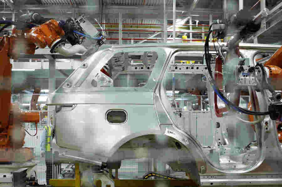 由于海外需求衰退,英国汽车生产落下