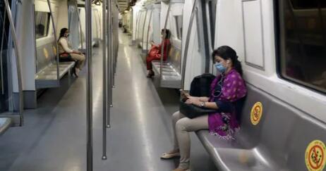 德里地铁开始以100%的容量运行