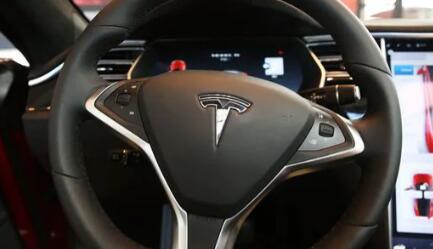 电动汽车制造商展示了改进的Autopilot自动驾驶技术