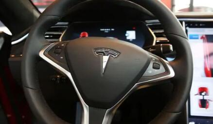 特斯拉首席执行官埃隆马斯克表示最新的自动驾驶更新不太好