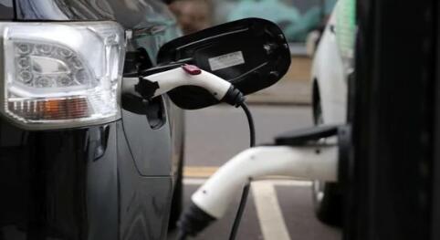 里程焦虑 以下是如何从电动汽车获得最大每次充电距离