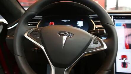 在特斯拉自动驾驶调查中 47%的人表示自动驾驶汽车不太安全