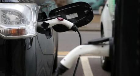 中国发誓要巩固臃肿的电动汽车产业
