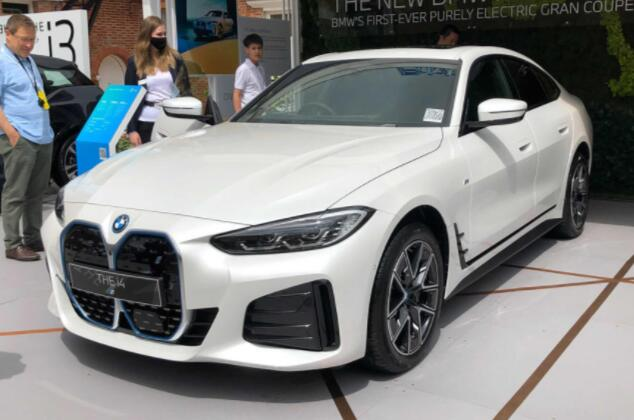 新款2021宝马i4在秋季销售前在英国首次亮相