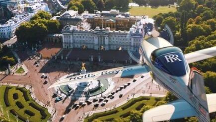 全电动劳斯莱斯飞机腾飞打破移动性的玻璃天花板