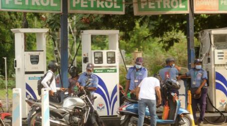 由于各州不希望在商品及服务税下汽油价格不会下降