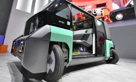 这辆现代电动车的轮子可以旋转90度